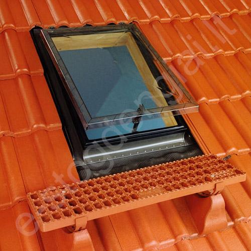 Stogo liukas Fakro WSS 86x86 su tarpine lygiai stogo dangai